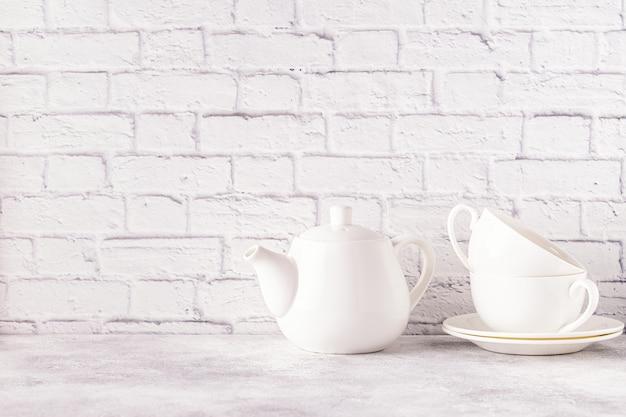 Duas xícaras e bule para o chá da manhã