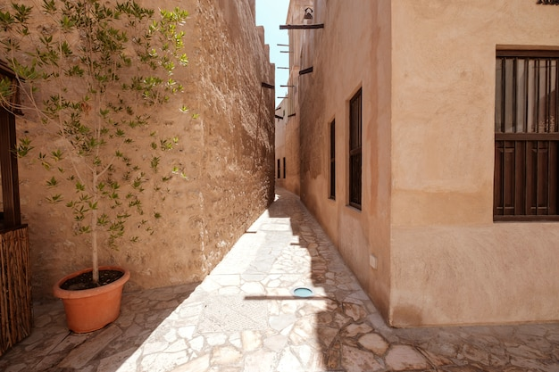 Dubai velho. ruas árabes tradicionais em histórico