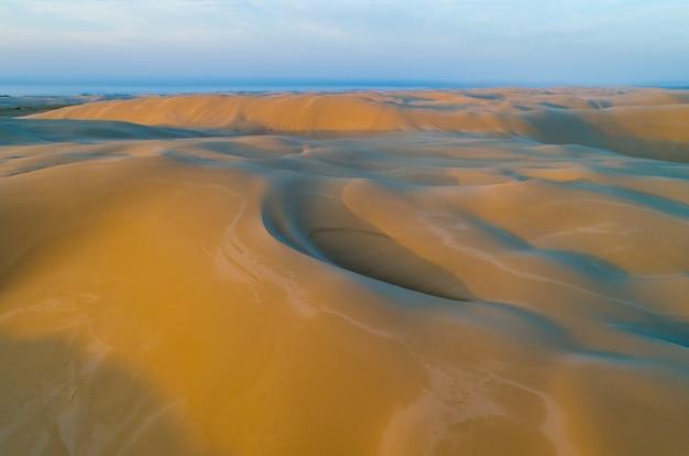 Dunas cênicas ao nascer do sol. nova gales do sul, austrália