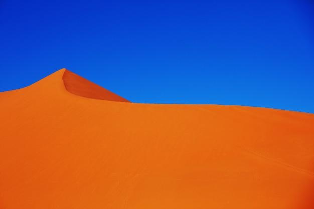 Dunas de areia intocadas no deserto remoto