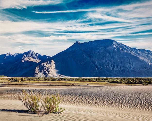 Dunas de areia nas montanhas