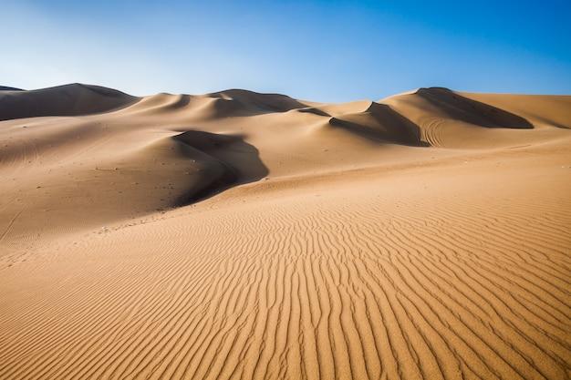 Dunas do deserto de huacachina no peru