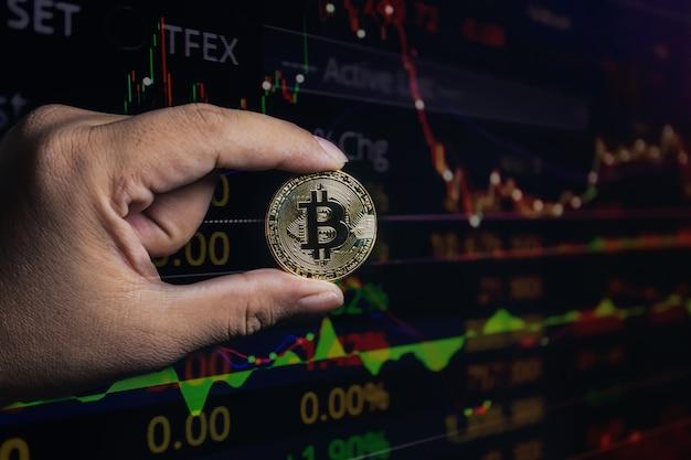 Dupla exposição da mão bitcoin no crescimento econômico