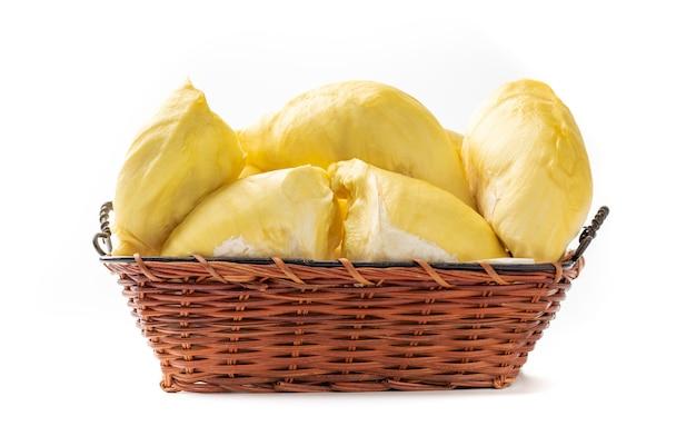 Durian deliciosa fruta tailandesa no cesto isolado no fundo branco