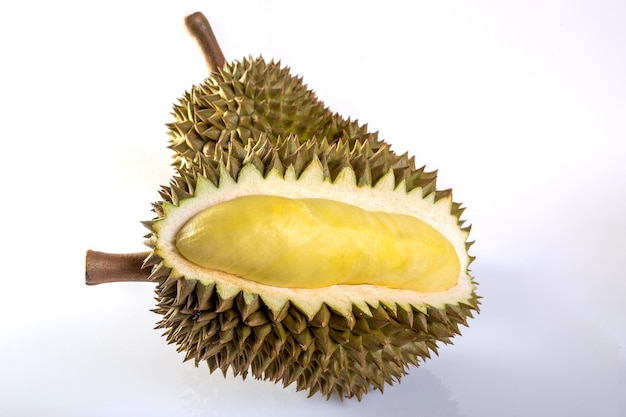 Durian isolado no fundo branco