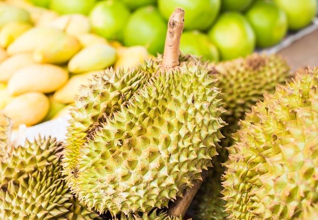 Durian no mercado.