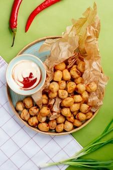 Dushbara frito com maionese lateral
