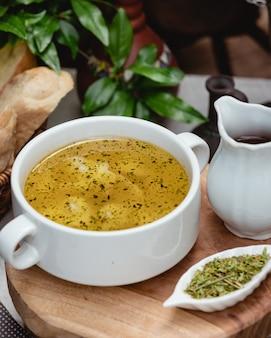 Dushbere nacional azeri com hortelã seca