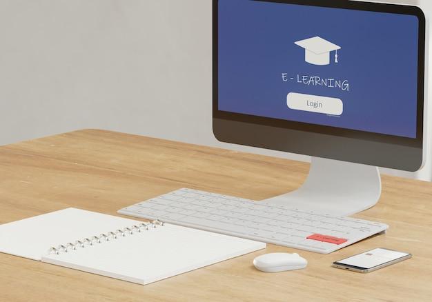 E - conceito de aprendizagem, caderno e material de computador na mesa de madeira, escola on-line com renderização em 3d
