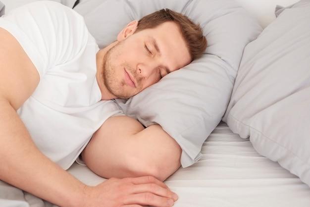 É hora de relaxar na cama confortável