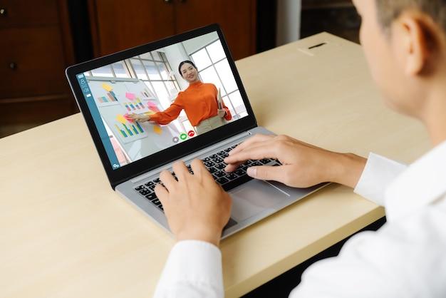 E-learning e conceito de reunião de apresentação de negócios online.