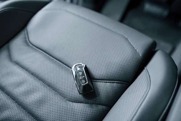 É quase seu. close-up vista do interior do novo automóvel de luxo moderno