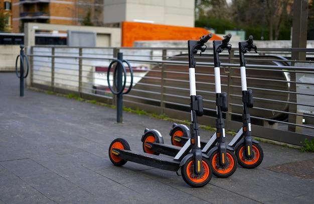 E-scooter para alugar tornou-se meio de transporte popular para clientes domésticos e visitantes