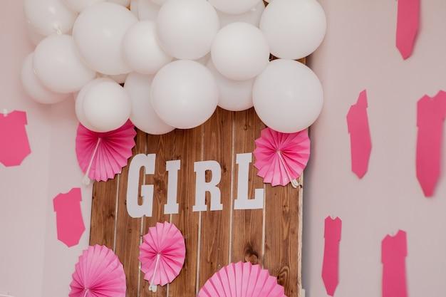 É uma garota. chá de bebê. decoração para festa.