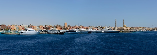 East dock blue sea e grande luxo iates panorama