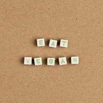 Eat vegan grânulos mensagem tipografia