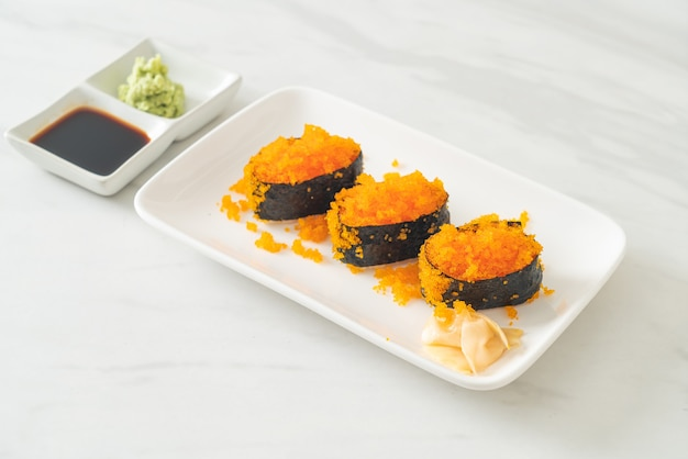 Ebiko sushi ou shrimps egg sushi - estilo de comida japonesa
