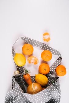 Eco amigável saco com comida saudável
