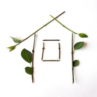 Eco house: símbolo para a arquitetura verde da construção e da natureza.