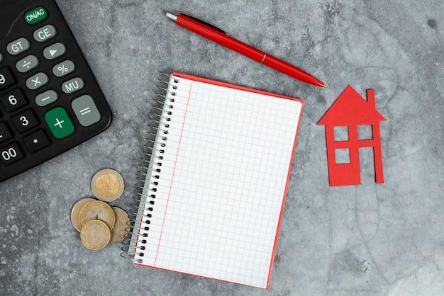 Economizando dinheiro, casa nova, compra abstrata, venda de imóveis, ideias de orçamento doméstico, ideia de local de habitação principal, custos de expansão de casa, despesas de desenvolvimento de propriedade