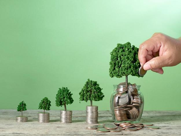 Economizando dinheiro crescendo conceitos de negócios
