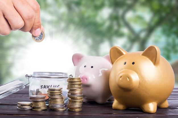 Economizando dinheiro para o conceito de investimento no futuro.
