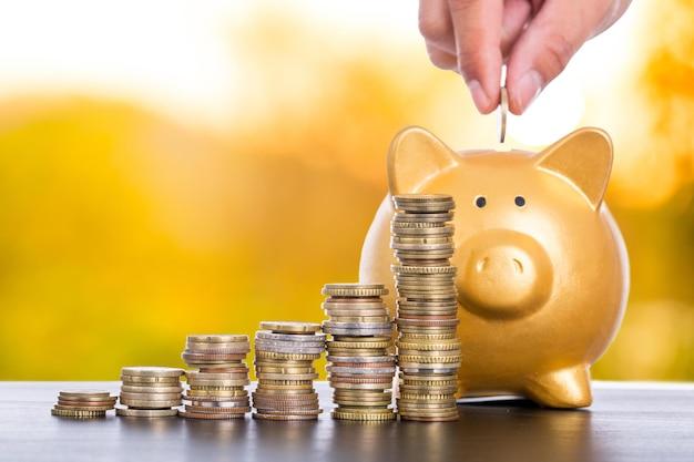 Economizando dinheiro para o conceito de investimento para o crescimento financeiro.