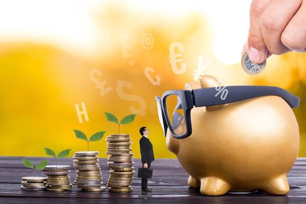 Economizando o conceito de dinheiro para o crescente investimento financeiro.