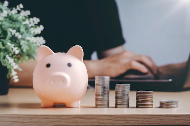 Economizando riqueza de dinheiro e conceito financeiro.
