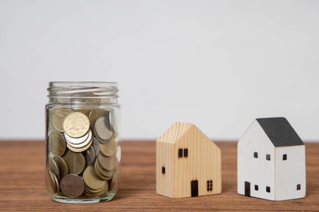 Economizar dinheiro para investir no futuro e usá-lo em emergências