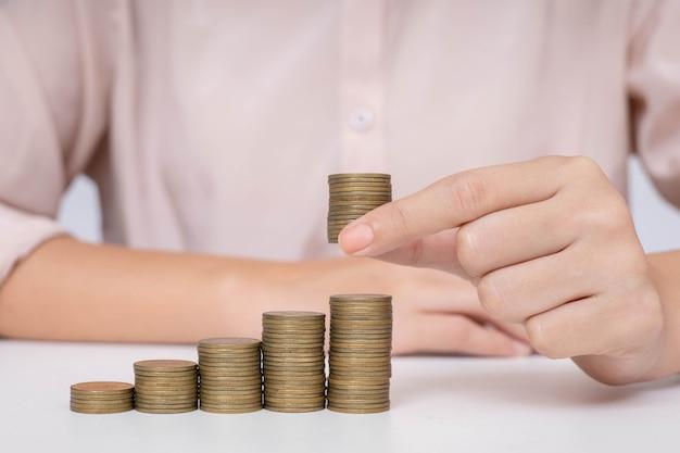 Economize dinheiro para investimentos futuros e para uso de emergência