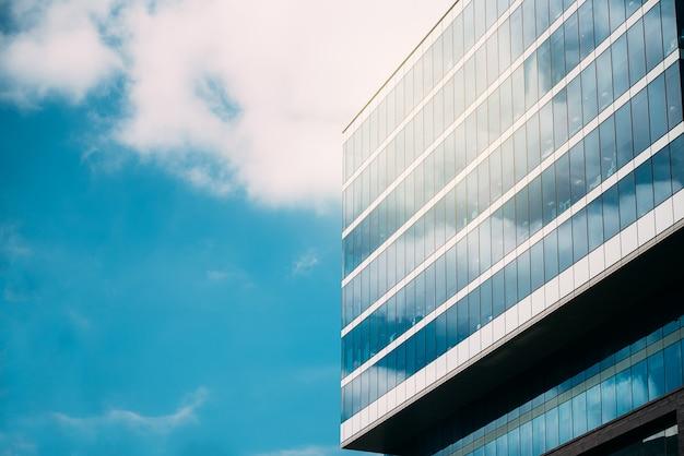 Edifício alto no centro da cidade