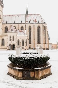 Edifício antigo na cidade nevada