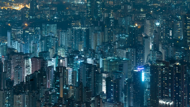 Edifício corporativo à noite em hong kong