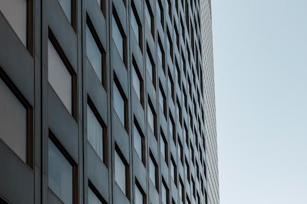 Edifício da sede da empresa com fachada de vidro