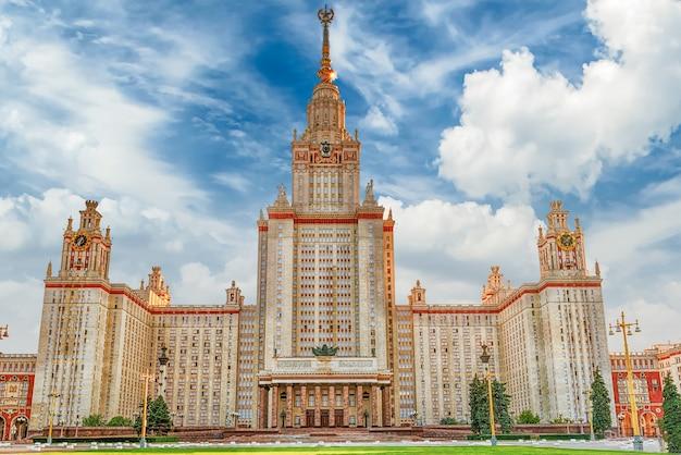 Edifício da universidade estatal de lomonosov em moscou, rússia