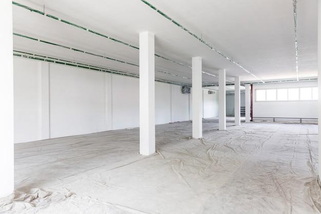 Edifício de armazém inacabado, interior