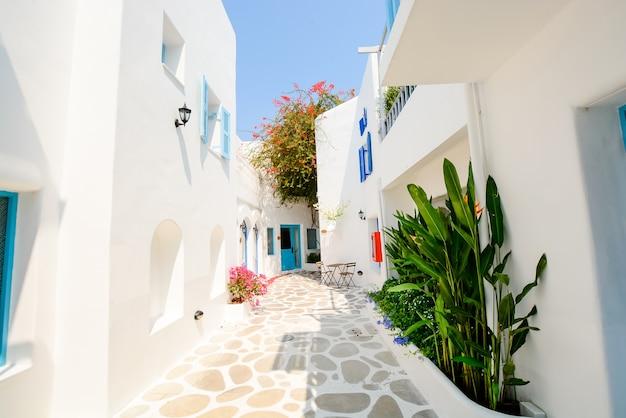 Edifício de arquitetura bonita exterior com estilo santorini e greece - vintage light filter