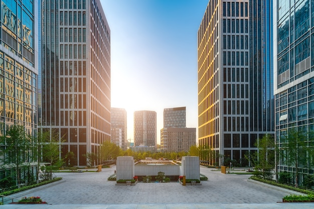 Edifício de escritórios de arquitetura moderna no distrito financeiro de jinan