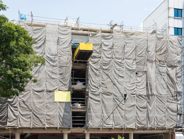 Edifício de escritórios em construção