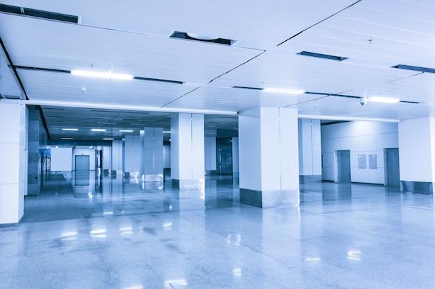 Edifício de escritórios vazio