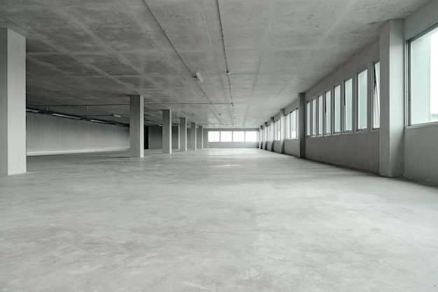 Edifício de espaço de escritórios quarto vazio com estrutura de material de cimento
