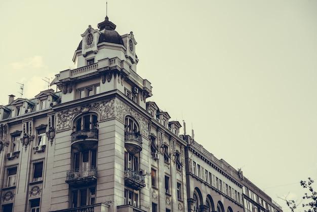 Edifício de estilo barroco na praça da república. belgrado, república da sérvia