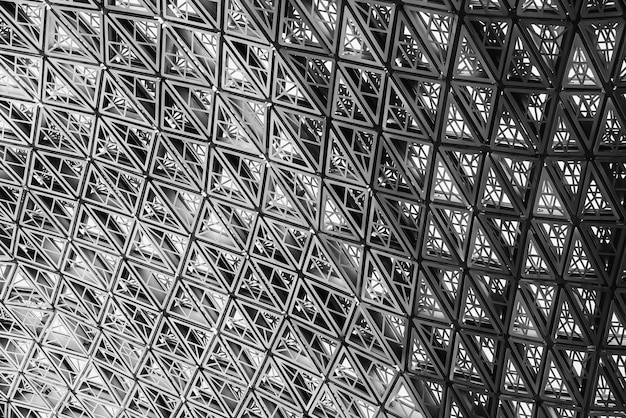 Edifício de fachada geométrica abstrata de arquitetura moderna