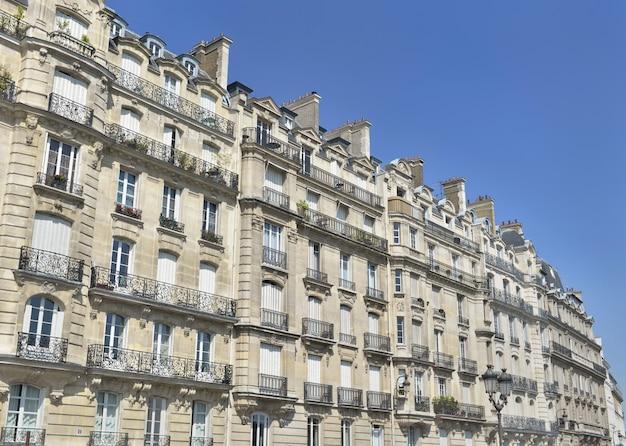 Edifício de prestígio nos bairros bonitos de paris, nas margens do rio sena