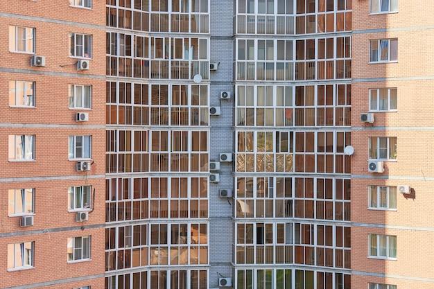 Edifício de vários andares com apartamentos novos e modernos