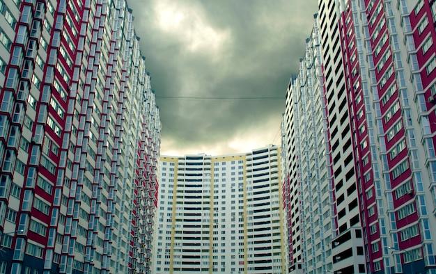Edifício de vários andares.