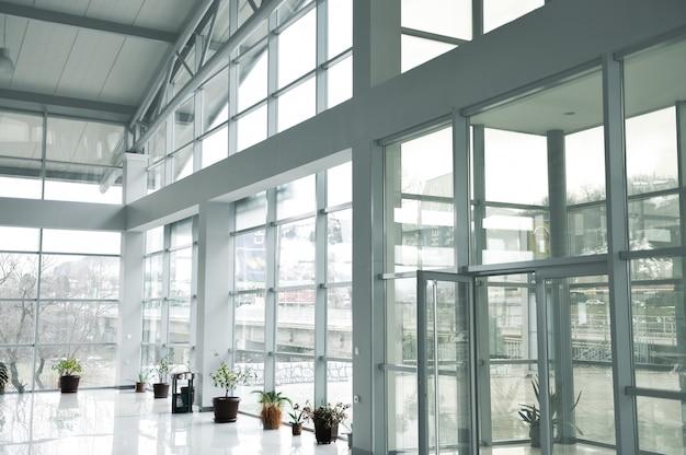 Edifício de vidro no interior