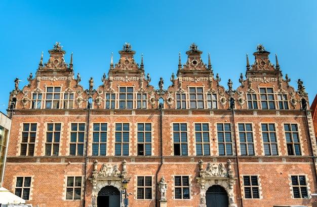 Edifício do grande arsenal na cidade velha de gdansk, polônia