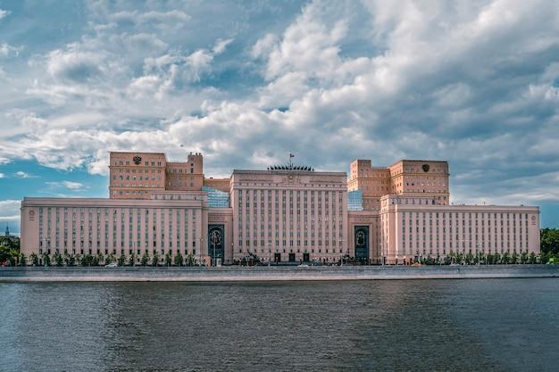 Edifício do ministério da defesa da rússia em moscou